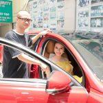 Đón tuổi mới, Hoa hậu Bùi Thị Hà được em trai tặng xe hơi 8 tỷ