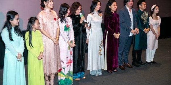Dàn diễn viên 'Vợ Ba' diện áo dài nền nã tại sự kiện công chiếu phim