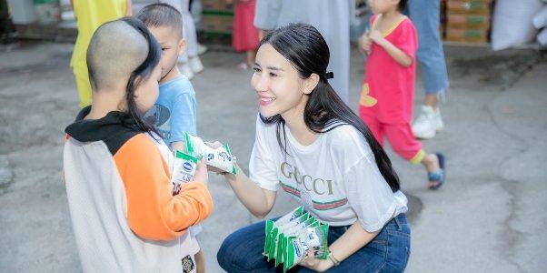 Quỳnh Anh cảm thấy hạnh phúc khi đi làm từ thiện