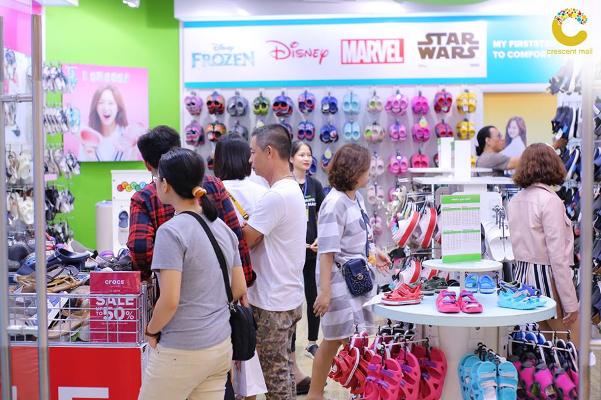 Giảm giá hàng trăm thương hiệu nổi tiếng tại Crescent Mall