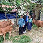 Vũ Mạnh Cường xúc động trước niềm vui có bò mới của bà con Hà Giang