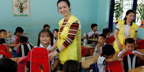 """Hơn 1.000 học sinh nhận quà trong """"Ngày Thiện nguyện CapitaLand"""""""