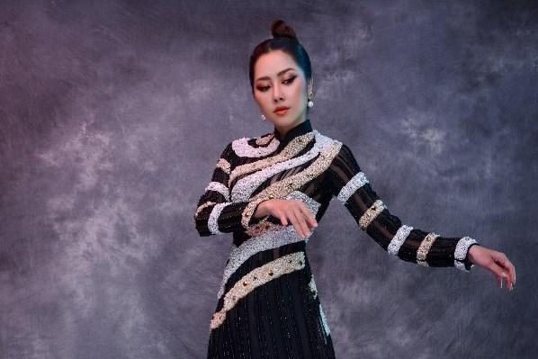 Tường Vi khi quyền quí, lúc kiêu kỳ trong áo dài Minh Châu