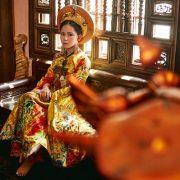 """Quốc phục """"Hoàng hậu đất Việt"""" của """"công chúa tài năng"""" Bella"""