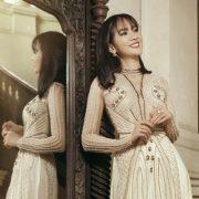 Anh Thư làm mẫu áo dài cho phụ nữ tuổi 30
