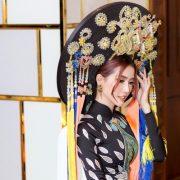 Phan Thị Mơ mặc áo dài chim công rực rỡ tại Viet Fashion Week