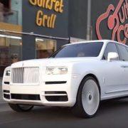 Bao nhiêu người thích chiếc Rolls-Royce Cullinan 'trắng không thể trắng hơn' này?