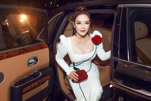 Lý Nhã Kỳ sang chảnh bên siêu xe Rolls Royce 40 tỷ đi thảm đỏ