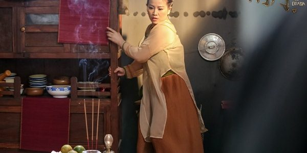 Gây sốt với Web-drama Hài Ma, Kiều Linh rinh luôn nút bạc YouTube
