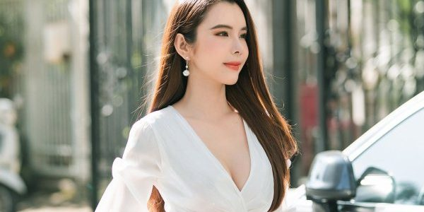 Huỳnh Vy khoe phong cách street style đầy khí chất