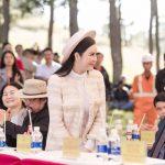 Lý Nhã Kỳ thanh lịch dự lễ khai mạc Mùa hội Cỏ hồng Lang Biang