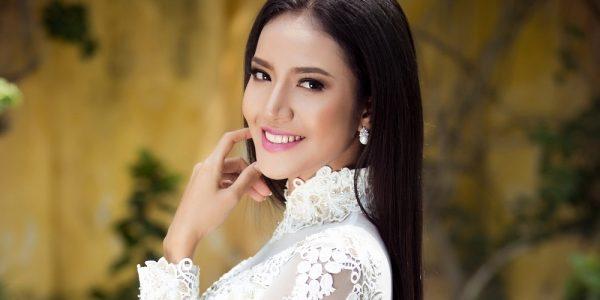 Siêu mẫu Quanh Đi nữ tính trong thiết kế áo dài Minh Châu