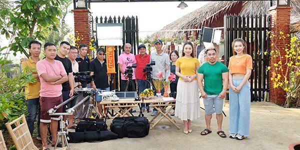 Đạo diễn Quyền Lộc làm phim Tết 'Về nhà ăn Tết đi con'