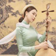 Trà Ngọc Hằng đẹp tựa nàng thơ trong chiếc áo dài nhung và lụa