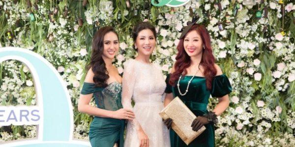 """""""Hoa hậu hàng không"""" Loan Vương tất bật dự event cuối năm"""