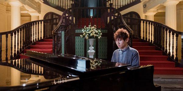 """Mr.Siro tung MV mới chào Tết, """"Cô đơn không muốn về nhà"""""""