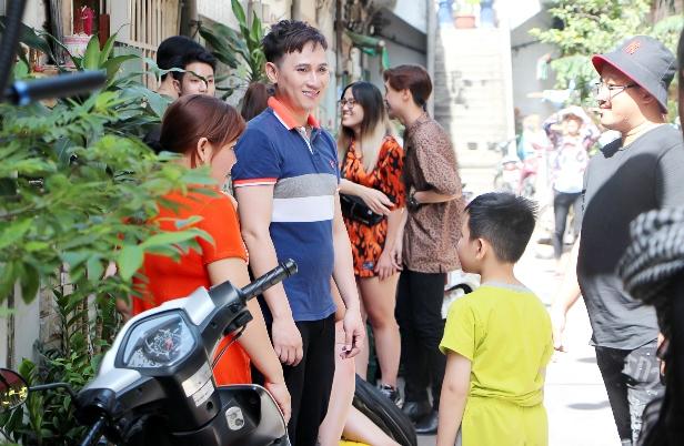 Bất ngờ sự hài hước trong MV Vui Vẻ Hok Quạo của ca sĩ Nguyên Vũ