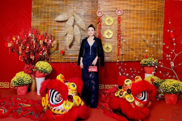 Hoa hậu Kim Nhung khoe nhan sắc rạng ngời với trang phục thời thượng