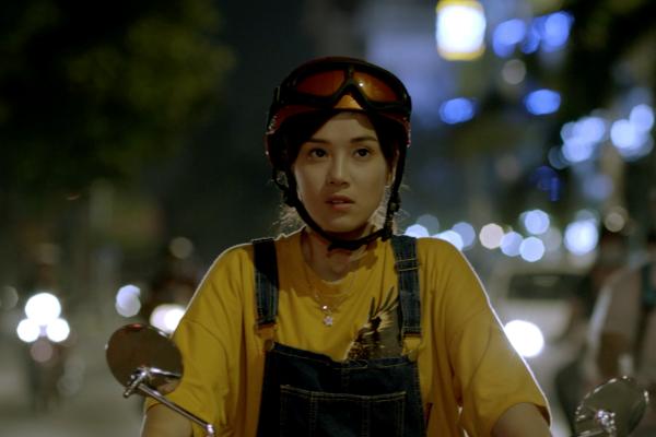 Lần đầu làm xe ôm, Hoàng Yến Chibi lóng ngóng học chạy xe số