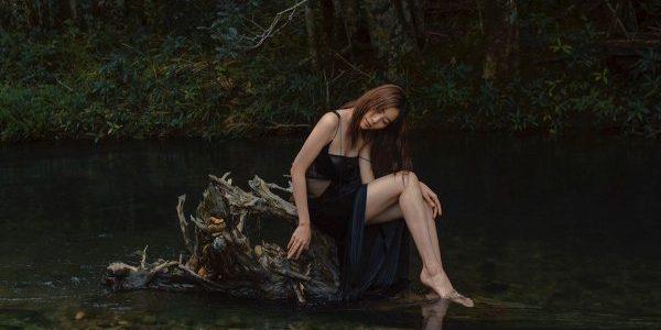 """Nam Em hóa thành """"tiên nữ giáng trần"""" dạo chơi với thiên nhiên"""