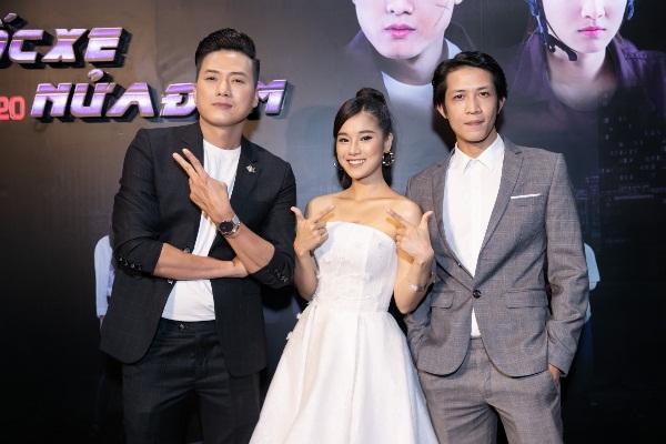 Hoàng Yến Chibi khoe vai trần gợi cảm trong ngày ra mắt phim mới
