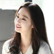 Bí quyết lão hóa ngược của 'mẹ ma' Kim Tae Hee