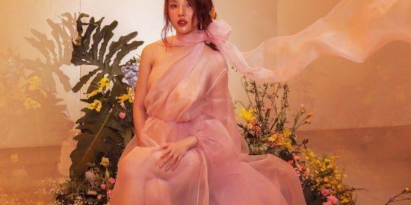 Hoa hậu Mỹ Huyền hoá nàng thơ trong khu vườn cổ tích