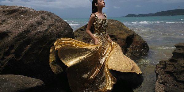 """Bảo Hà khoe làn da bánh mật trong bộ ảnh """"Nữ thần mặt trời"""""""