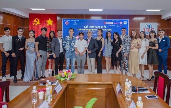 Cao Xuân Tài bản lĩnh trổ tài MC tại giải Thể hình Nam Nữ Physique 2020