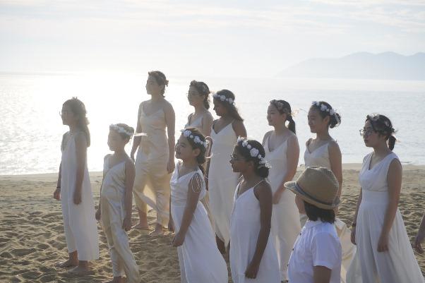 """Khát vọng kết nối thế giới của Jmi Ko trong MV """"Heal The World"""""""