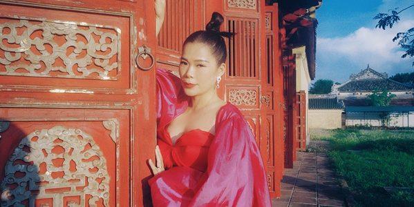 Mỹ Lệ trở lại với MV đẹp mê ly được quay trong Đại nội Huế