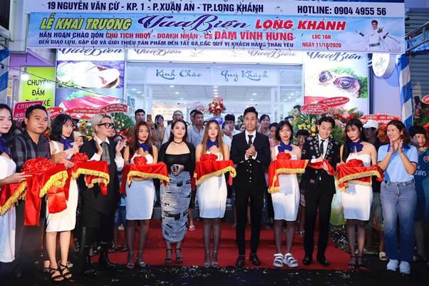 Minh Tuyết, Vũ Hà, Dương Triệu Vũ hội ngộ hát mừng khai trương cửa hàng Vua Biển