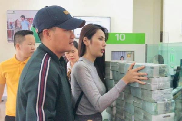 Công Vinh thấy Thủy Tiên gan khi dám hỗ trợ cụ ông 200 triệu