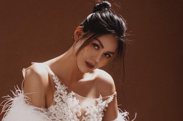 Hoa hậu Kim Nguyên: Tôi chọn lối sống kín kẽ để luôn bình yên