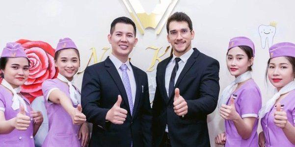 """Nguyễn Hải Quân – Nam vương """"trao gửi"""" nụ cười tươi đến nhiều khách hàng"""