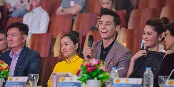 Lần đầu chạm ngõ điện ảnh, Cao Xuân Tài được sinh viên cổ vũ hết mình