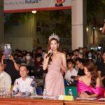 Khánh Vân xuất hiện rạng ngời tại đêm chung kết Miss Hutech 2021