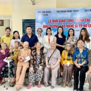 NSƯT Trịnh Kim Chi cùng gia đình Lý Hùng bàn giao công trình khu dưỡng lão nghệ sĩ