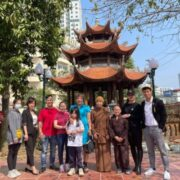 Ca sĩ Doanh nhân Nguyễn Thu Trang lì xì Tết cho trẻ mồ côi tại chùa Quang Phúc