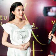 """""""Hoạn Thư"""" Cao Thái Hà chiếm trọn spotlight trên thảm đỏ phim """"Kiều"""""""