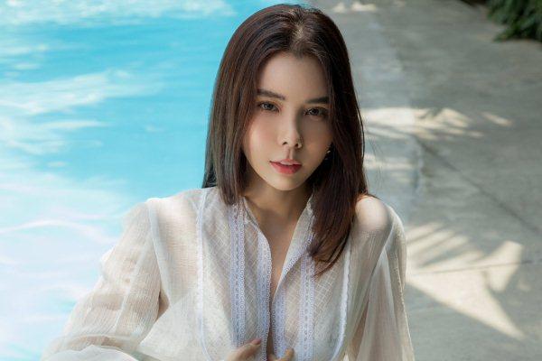 """Hoa hậu Huỳnh Vy nêu quan điểm trước việc mỹ nhân Việt """"sống ảo"""""""