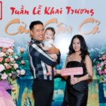 Diễn viên Quang Hòa lần đầu đưa vợ và con trai dự sự kiện