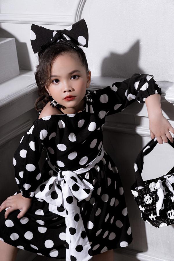 Thần thái high fashion của mẫu nhí Bảo Nhi khiến fan sốt rần rần
