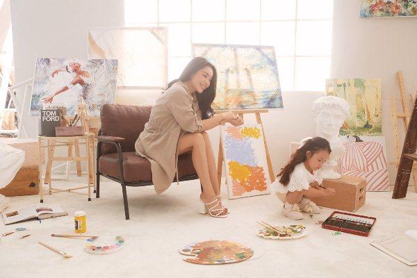 """Trà Ngọc Hằng và con gái tung bộ ảnh đầy tính """"nghệ sĩ"""" mừng 1/6"""