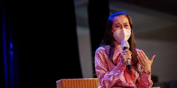 """Nam Thư rớt nước mắt khi dẫn dắt chương trình """"Thành phố 18h"""""""