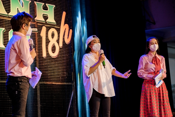 """Nam Thư nhiều lần xúc động khi dẫn dắt chương trình """"Thành phố 18h"""""""