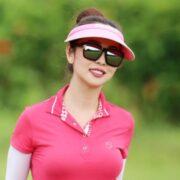 Style sân golf khoe khéo đường cong của Jennifer Phạm